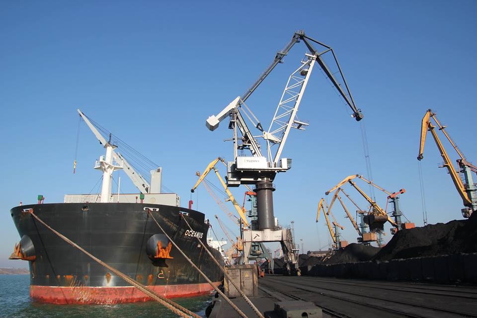 Порт «Южный» принял еще два балкера с углем