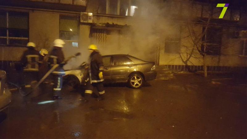 В Одессе подожгли элитную иномарку