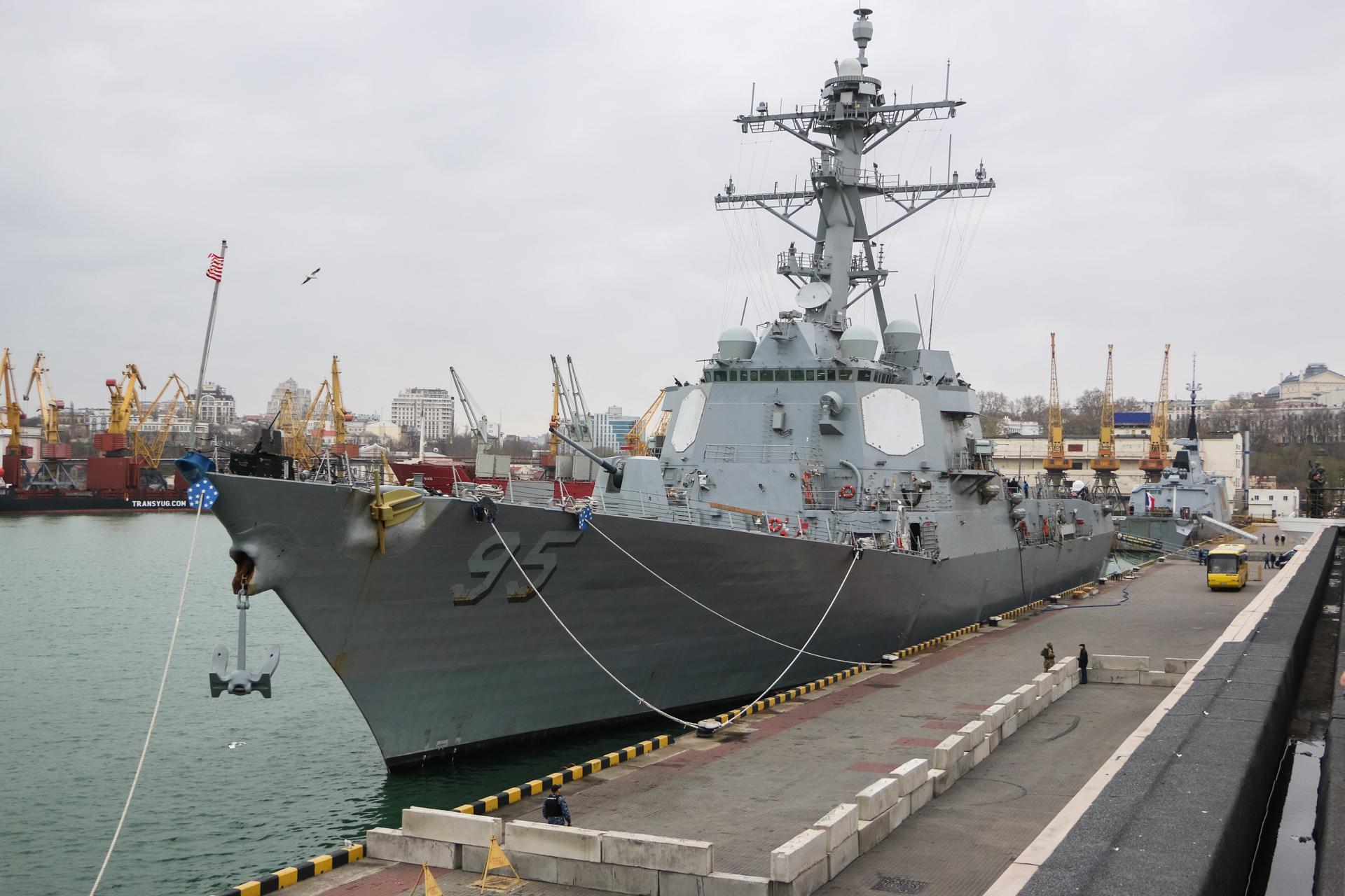 В одесском порту пришвартованы французский фрегат и американский эсминец