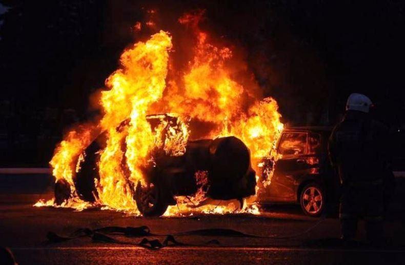 Ночью в Одессе горел BMW (видео)