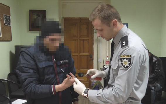 Одесские правоохранители задержали мужчину, который грабил стариков