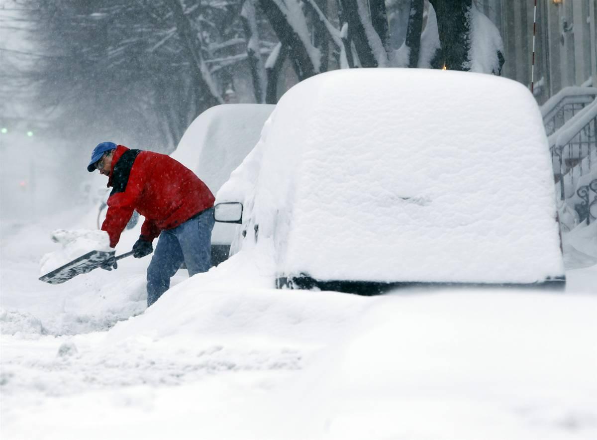 Одесская область: спасатели продолжают доставать транспорт из снежных заносов