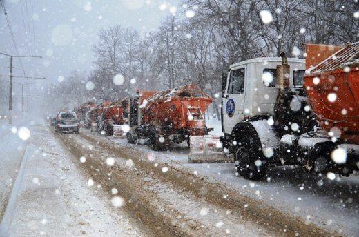 Одесситов просят убрать машины с проезжей части: на дорогах работает спецтехника