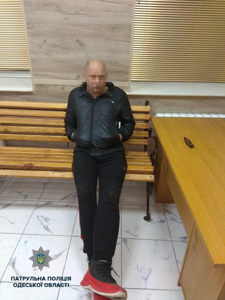 В Одессе задержали крушившего автомобили неадеквата