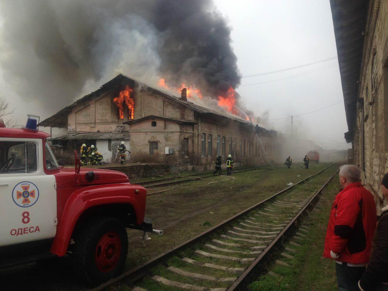 В Одессе горят склады (обновлено)
