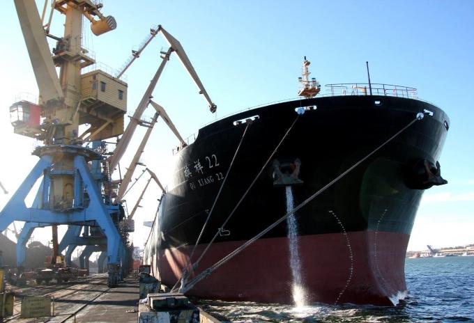 В порту «Южный» разгружают первый в 2018 году балкер с углем из ЮАР
