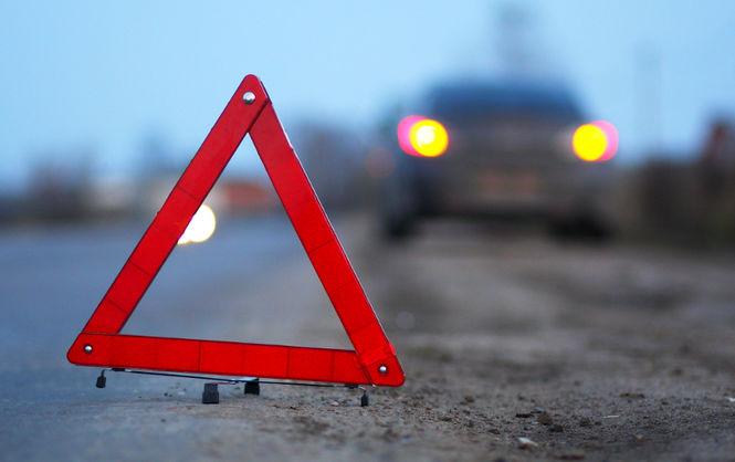 На поселке Котовского девушка на иномарке врезалась в электроопору