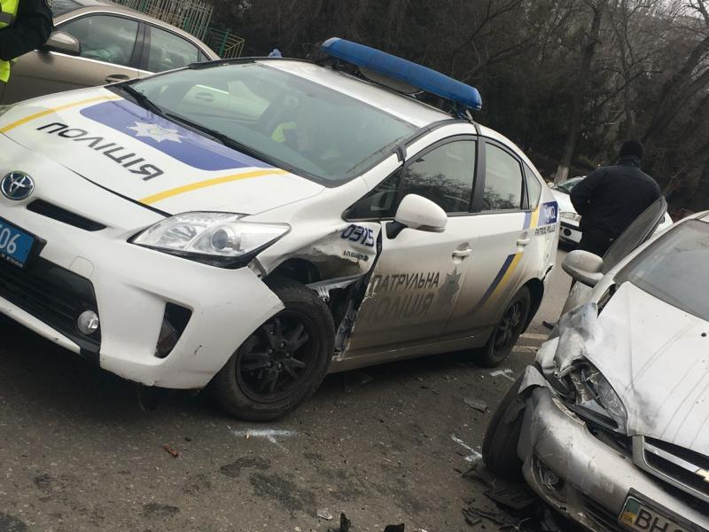 В Одессе полицейский «Приус» столкнулся с «Шевроле»