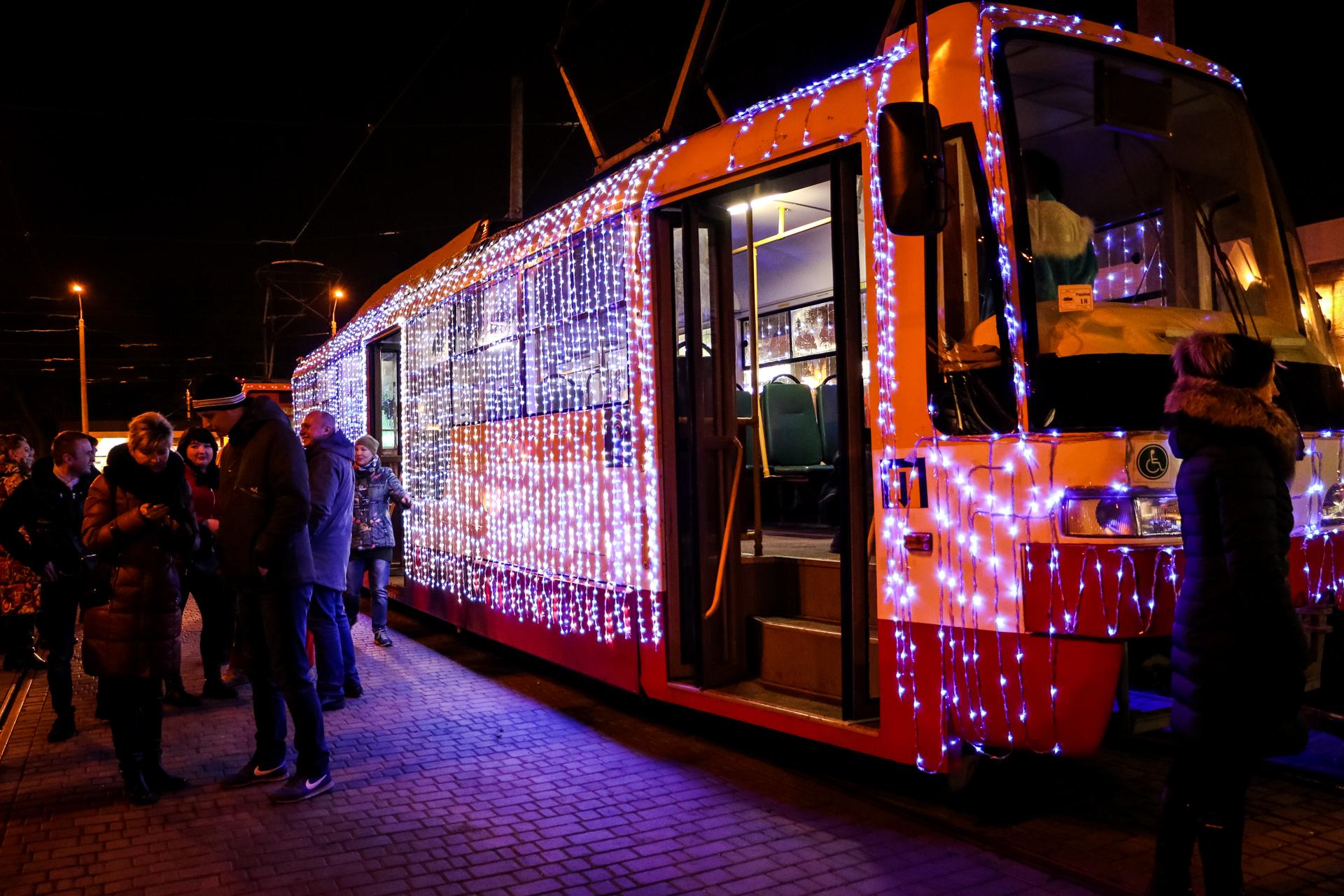 По Одессе катались праздничные трамваи