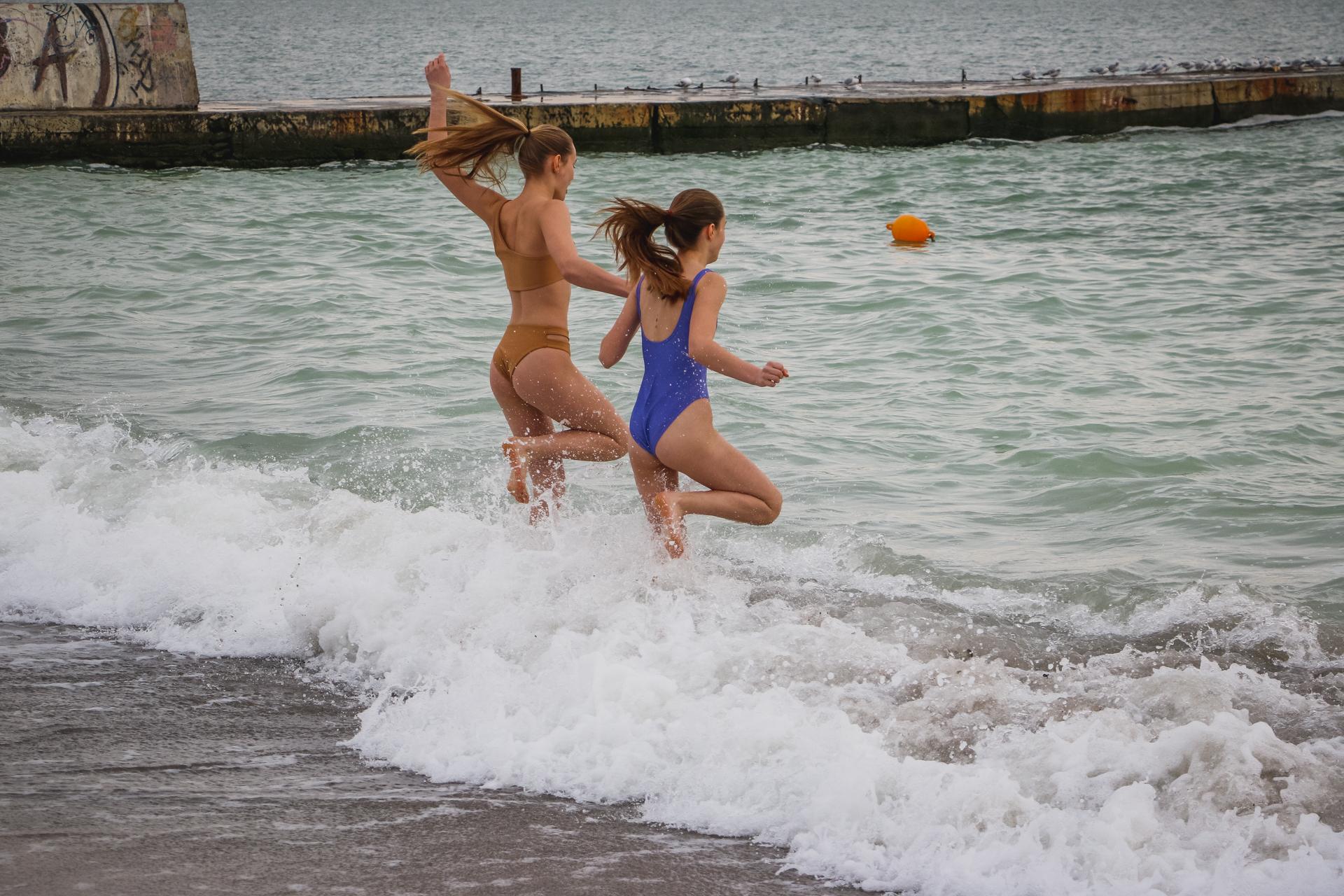 Крещение: многие одесситы искупались в море