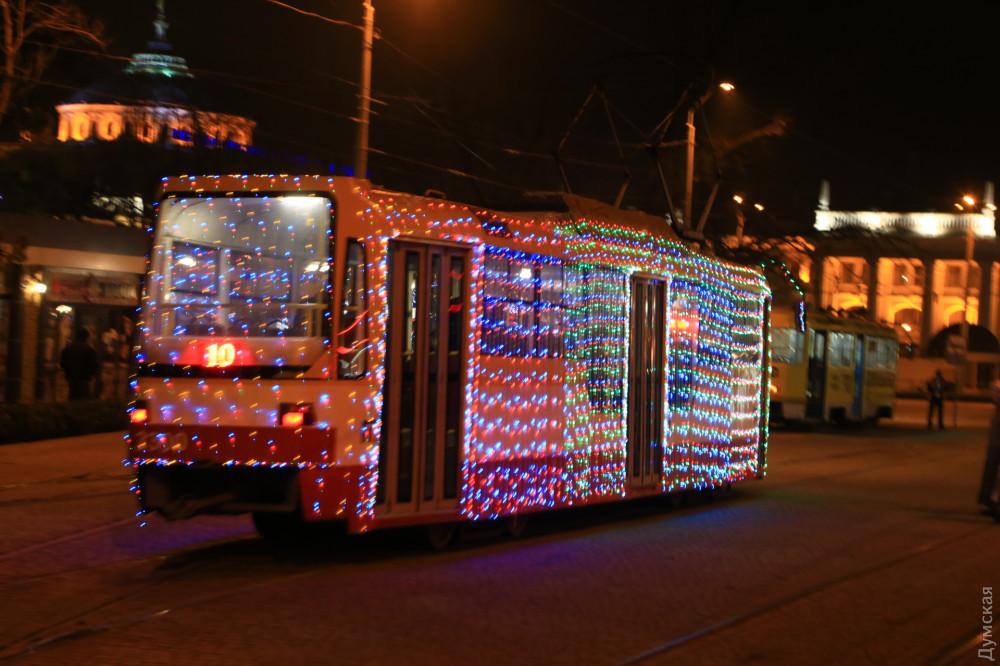 Одесские трамваи теперь сияют разноцветными огнями