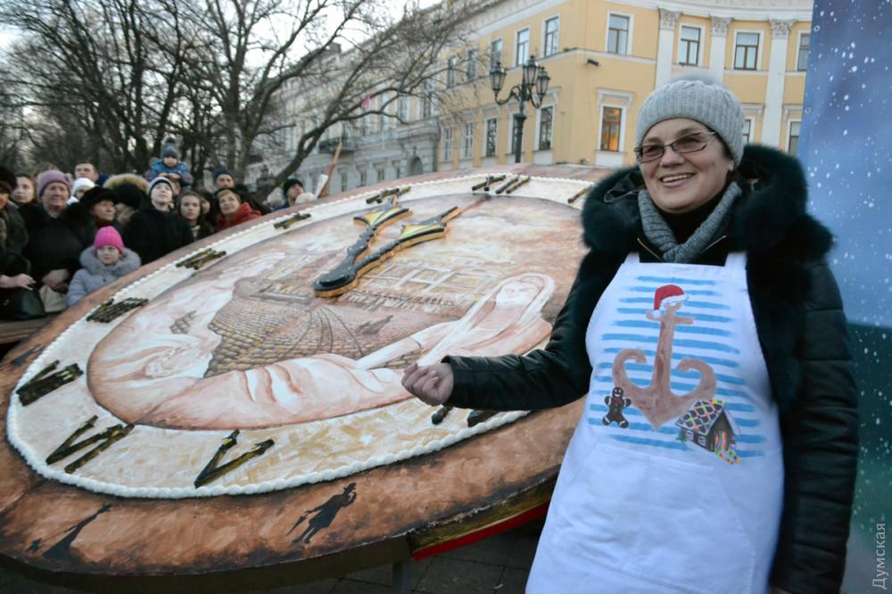 Одесситов угостили огромным пряничным тортом