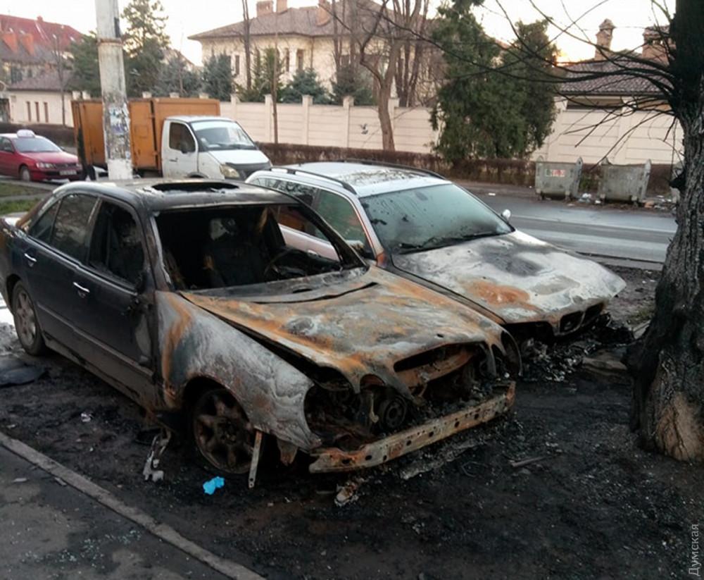 В Одессе сожгли Mercedes и BMW