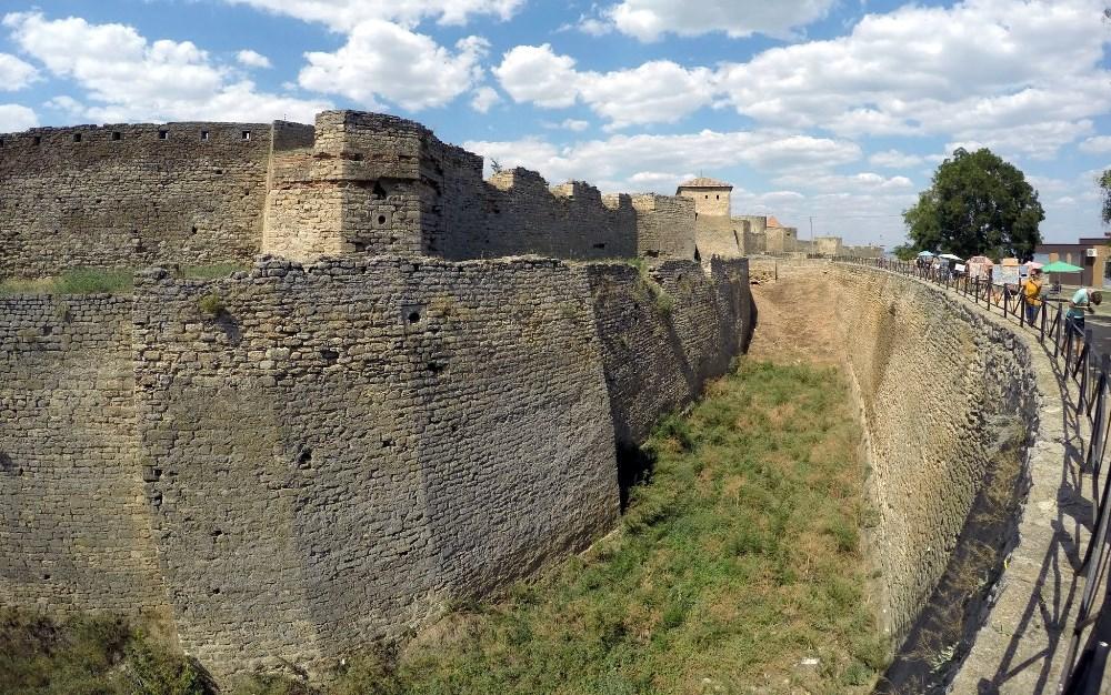 В Аккерманской крепости женщина упала в ров
