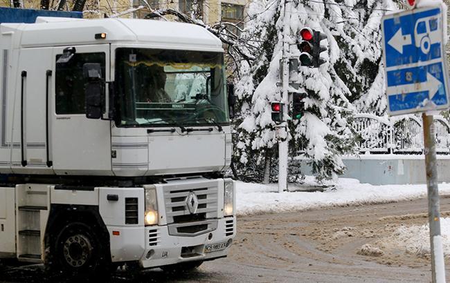 Из-за непогоды в Одесской области снова ограничили движение грузовиков