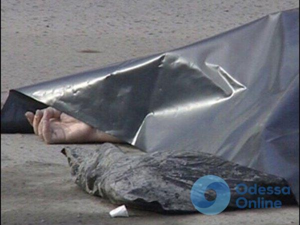 В Одессе на улице умер мужчина (осторожно, фото)