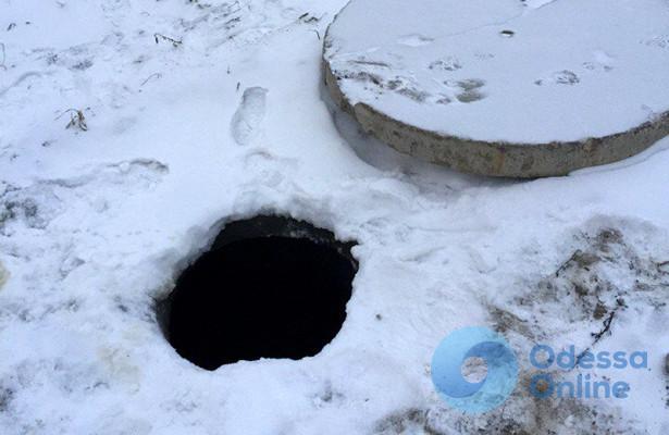В Одесской области ребенок упал в открытый люк (фото)
