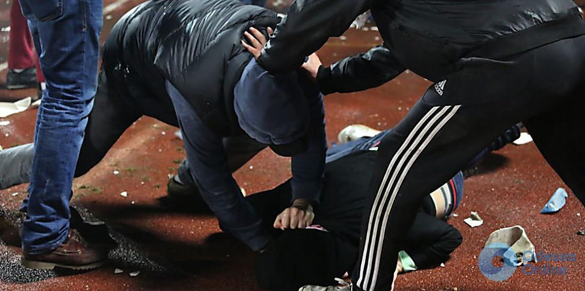 Одесса: на ж/д вокзале избили полицейских
