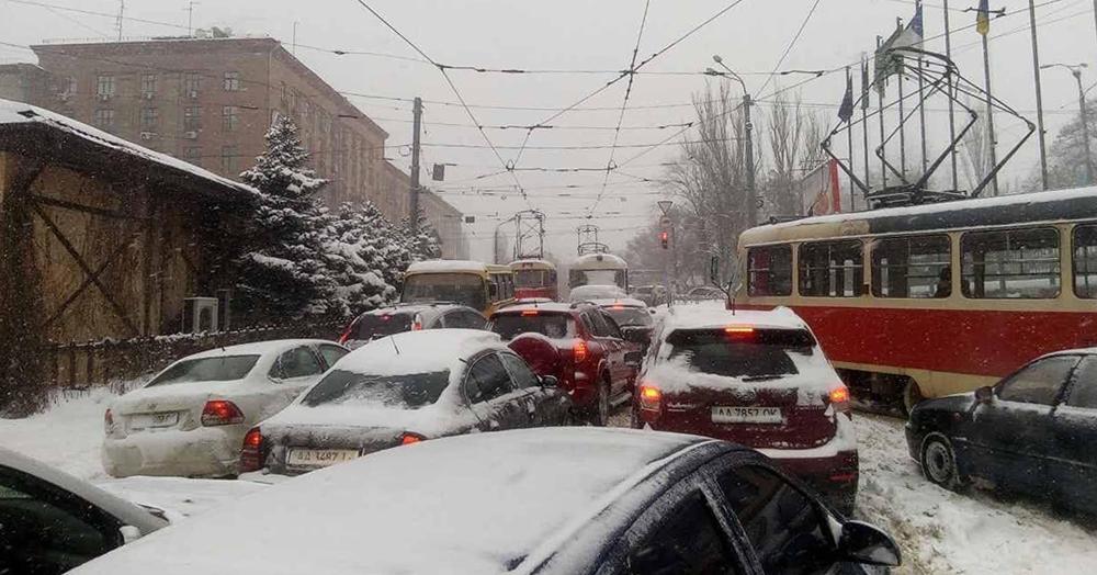 Одесские пробки: снег и ДТП внесли свои коррективы