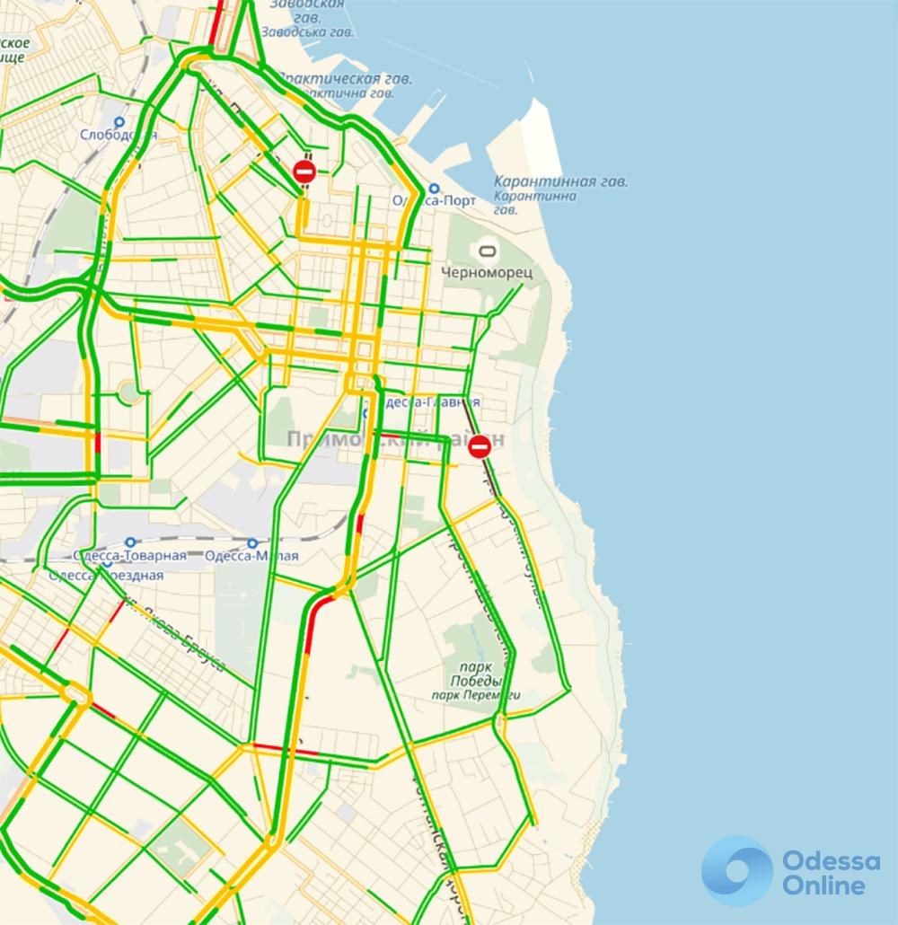 Дорожная обстановка: 14 февраля Одесса поздравила автолюбителей ДТП и пробками