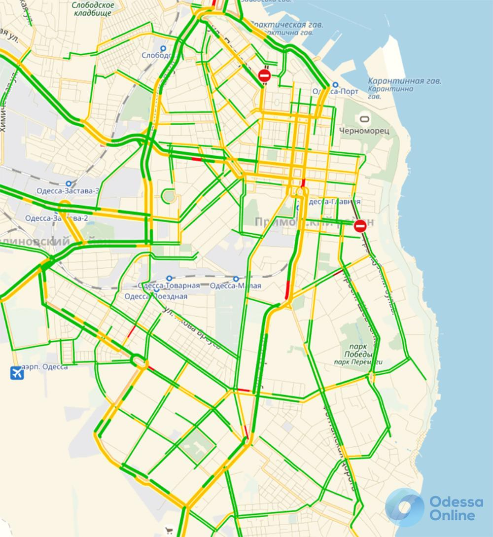 Одесские пробки: дождь не отразился на дорожной обстановке
