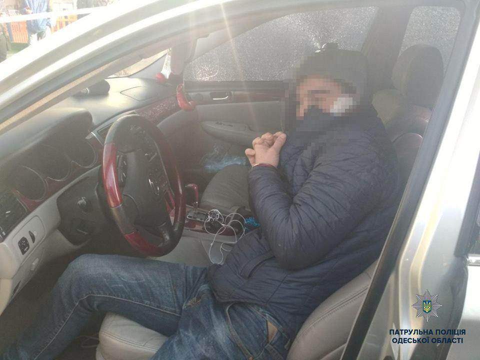 В свой выходной одесские патрульные задержали преступника