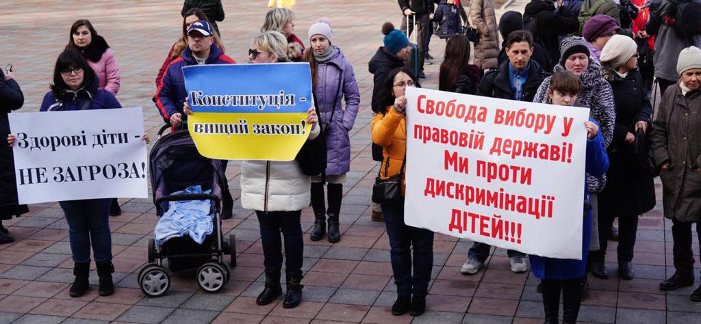 Одесса: отказавшиеся от прививок родители пикетировали мэрию