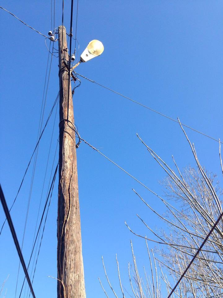 Замена аварийных электроопор в Вилково: власти просят помощи у местных жителей