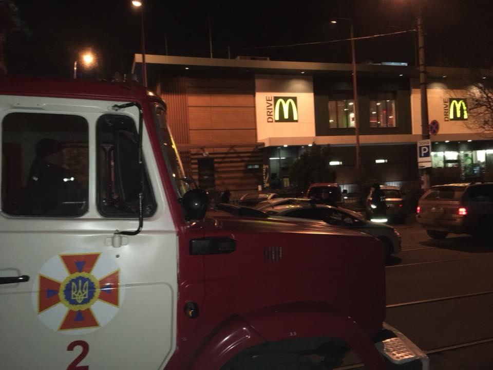 Ночью в одесском McDonald's искали бомбу