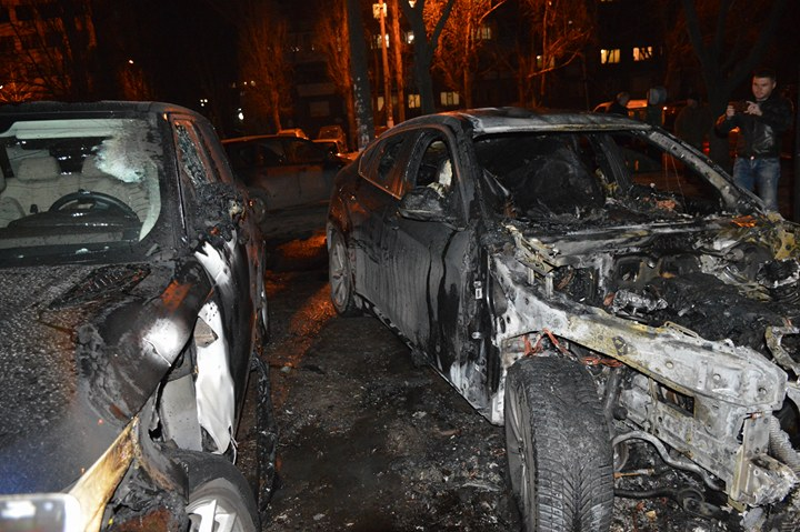 В Одессе сгорели BMW и Range Rover (фото)