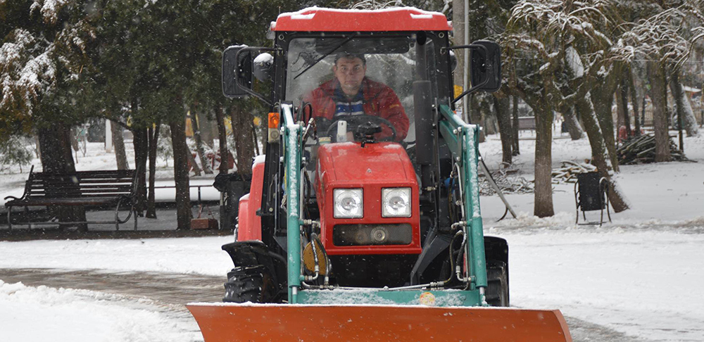Одесситы и коммунальные службы приступили к уборке снега (фотофакт)