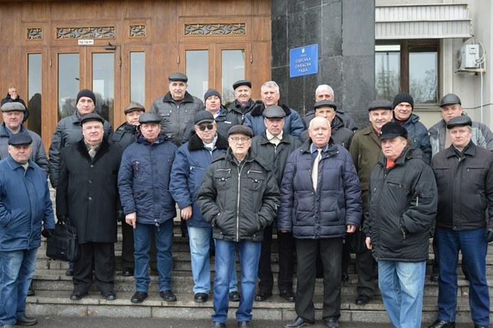 Одесские ветераны-силовики митинговали под зданием ОГА