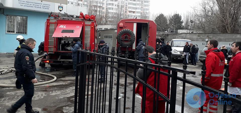 В Одессе тушили пожар в управлении полиции охраны (фото)
