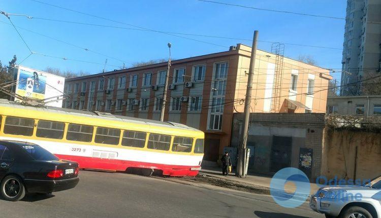 В Одессе с рельсов сошел трамвай