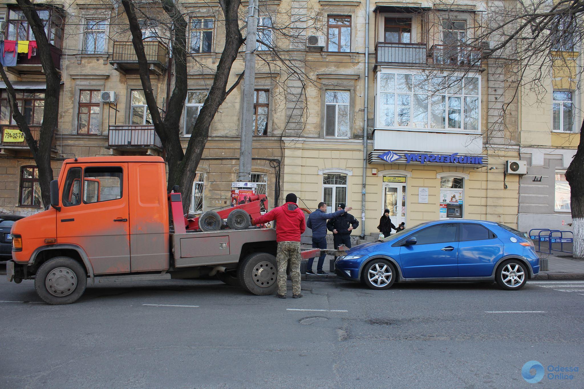 Отреагировали: полицейские разогнали «парад» автохамов у одесского облУВД