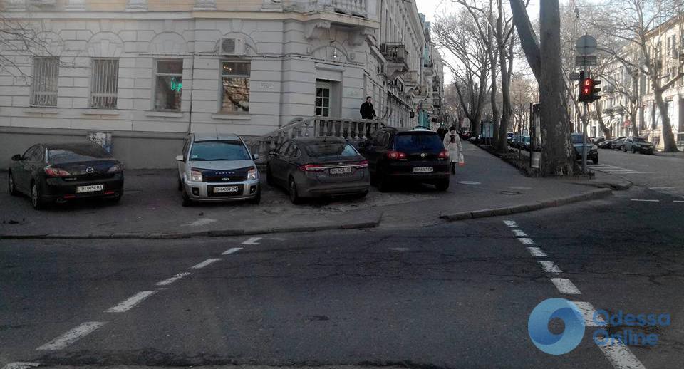 «Парад» автохамов у одесского облУВД (фотофакт)