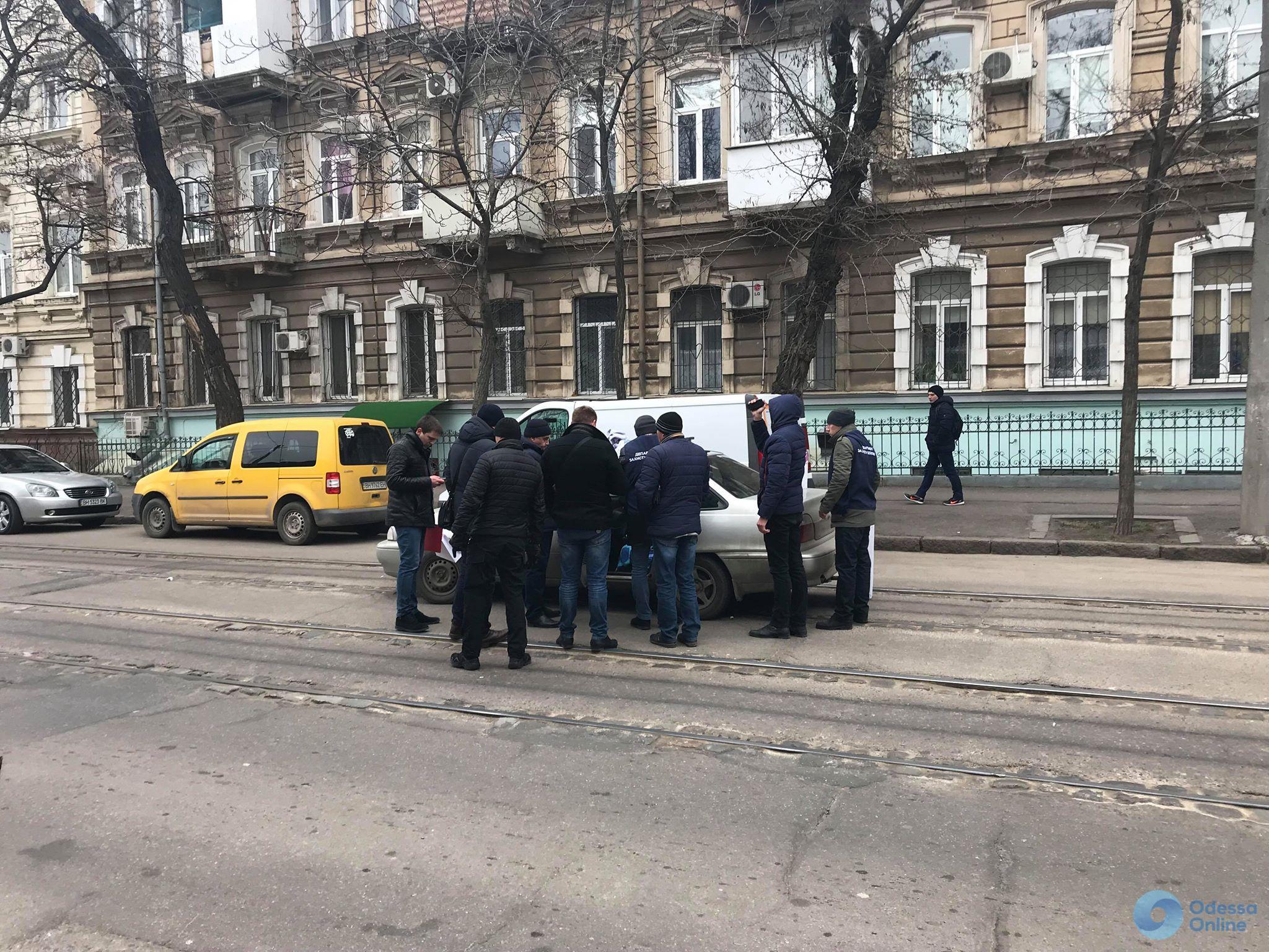 Задержание в центре Одессы парализовало работу трамваев (фото, видео) ОБНОВЛЯЕТСЯ