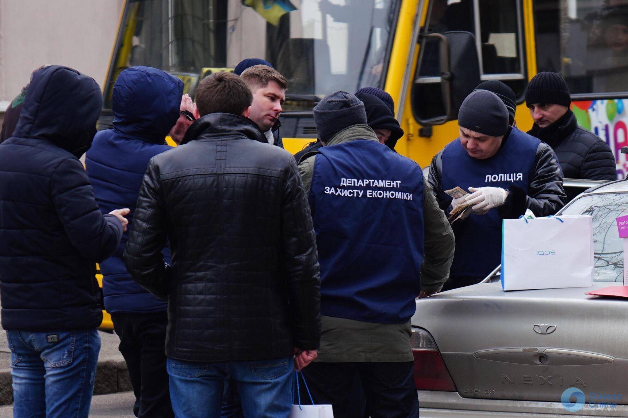 В Одессе правоохранители задержали на крупной взятке чиновника Госаудитслужбы