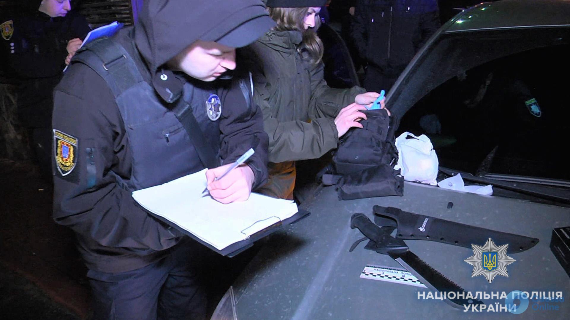 Трое иностранцев угрожали ножом прохожему в центре Одессы (фото)