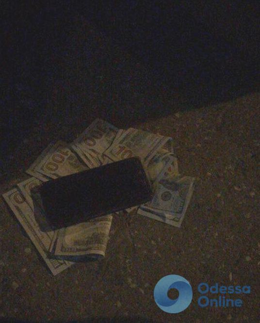 В Одессе чиновника задержали на взятке в 2 тысячи долларов