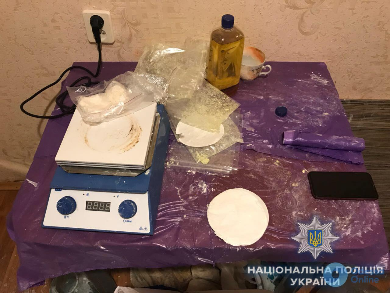 Полицейские разоблачили нарколабораторию молодого одессита (фото)