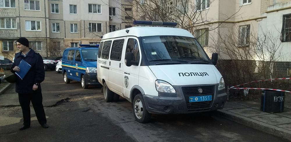 Полиция оцепила Одесскую многоэтажку: ищут взрывчатку (фото)