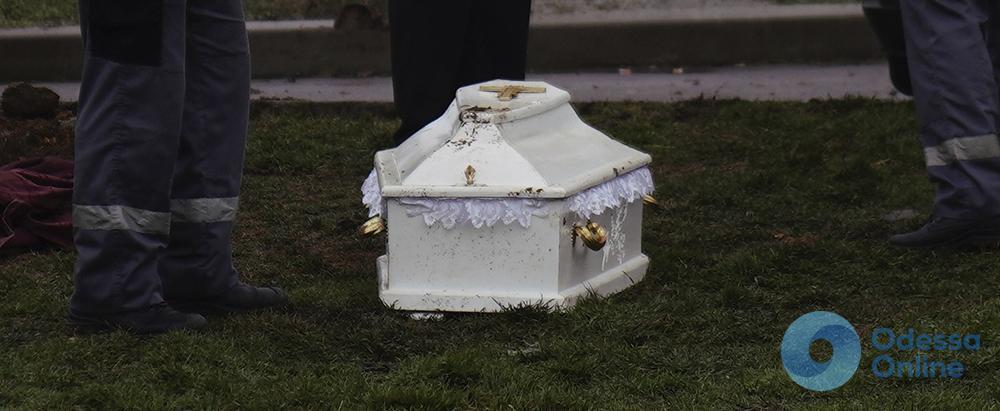 Жертвы «Виктории»: родители настояли на эксгумации трупов (фото)