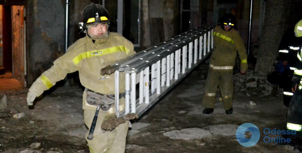 В Одессе рухнул дом: пенсионерку доставали из-под завалов (фото)
