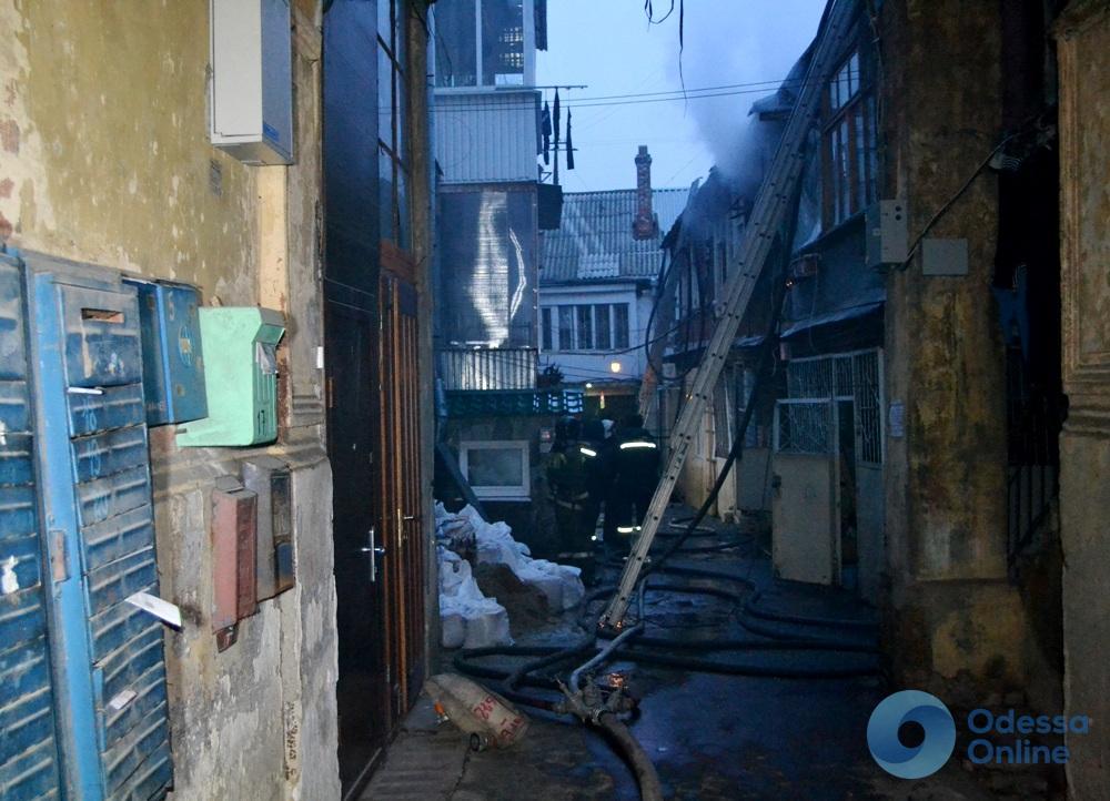 Два человека погибли при пожаре в центре Одессы (фото)