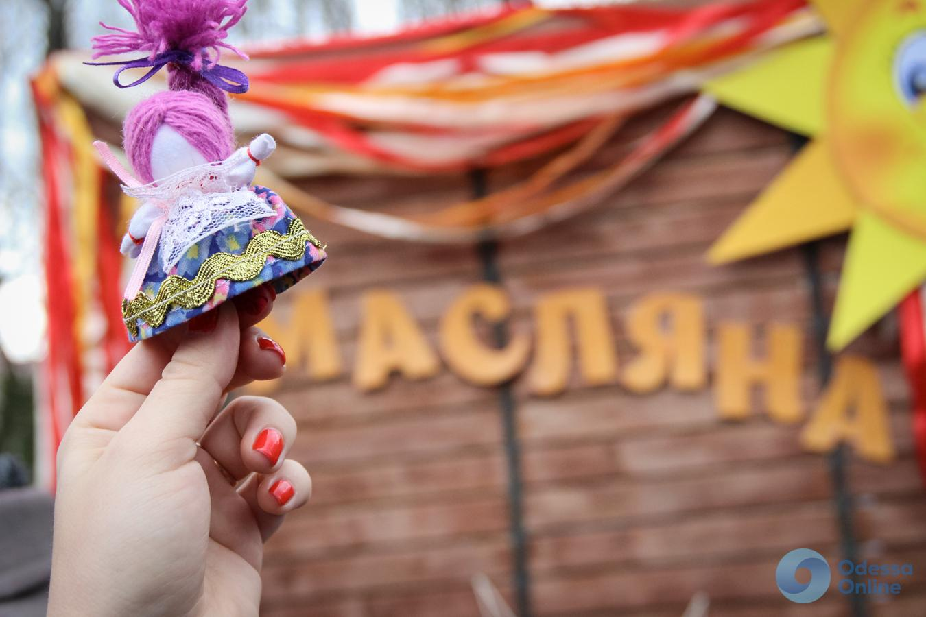 В центре Одессы красочно гуляют Масленицу (фоторепортаж)
