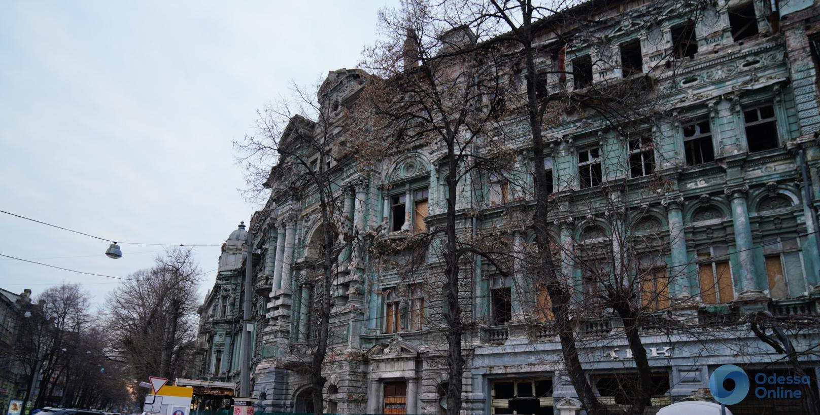 Эксперт: восстановление дома Руссова будет сложным и дорогим