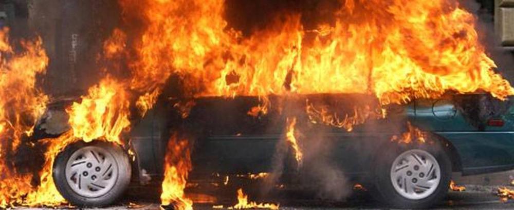 Одесса: огонь уничтожил две иномарки на Сахарова