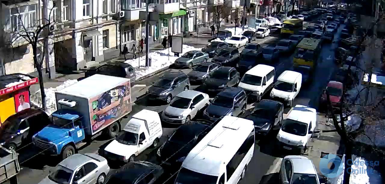 Одесские пробки: «стоящая» дорога с поселка Котовского и «тянучки» с Таирова