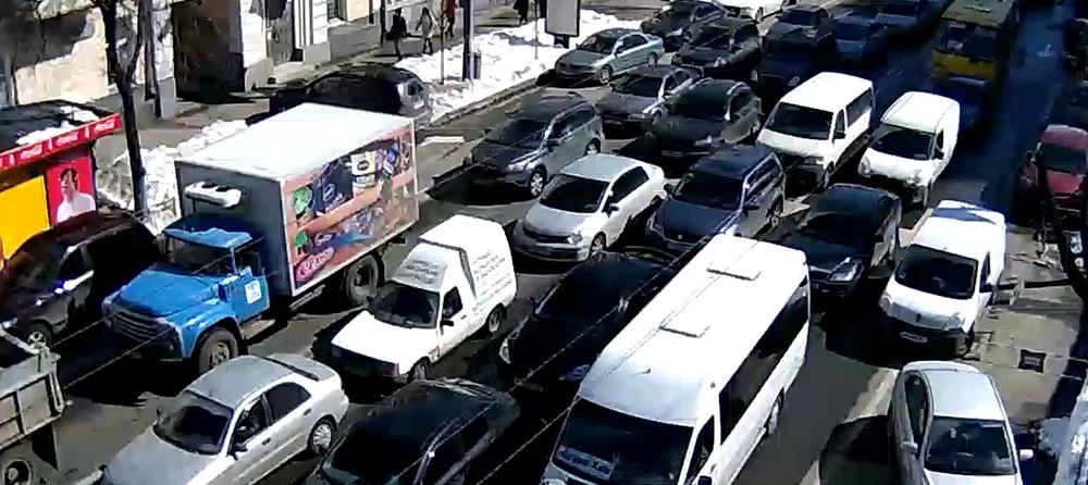 Дорожная обстановка: Николаевская дорога «тянется» со скоростью в 20 километров